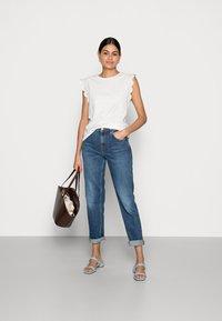 Esprit - ANGLAIS - Print T-shirt - off white - 1