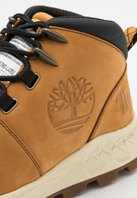 Timberland - BROOKLYN CITY MID - Sneakersy wysokie - wheat - 5
