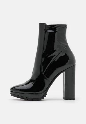 BRIDDA - Kotníkové boty na platformě - black