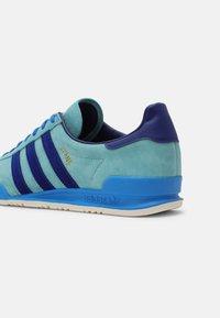 adidas Originals - JEANS UNISEX - Matalavartiset tennarit - mint ton/victory blue/blue - 6