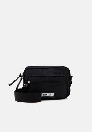 GWENETH - Across body bag - black