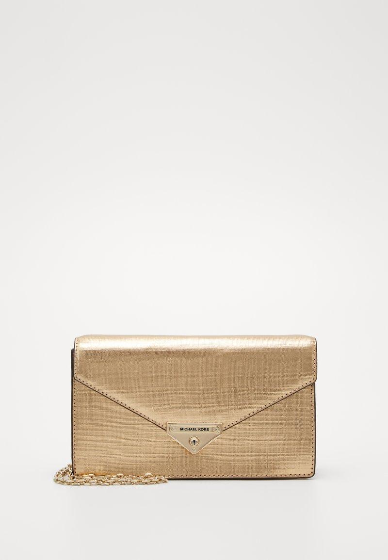 MICHAEL Michael Kors - GRACEMD ENVELOPE - Clutch - pale gold-coloured