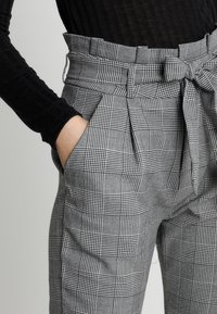 Vero Moda - VMEVA PAPERBAG CHECK PANT - Trousers - grey/white - 3
