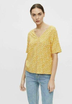 MIT KURZEN ÄRMELN PRINT - T-shirt print - yellow