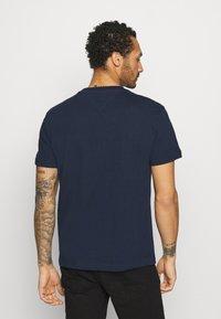 Tommy Jeans - TIMELESS SCRIPT TEE UNISEX - Print T-shirt - twilight navy - 2