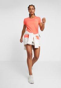 adidas Performance - ESSENTIALS 3 STRIPES DAMEN - Print T-shirt - semi coral/white - 1