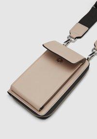 s.Oliver - MIT GELDBEUTEL - Across body bag - dark beige - 5