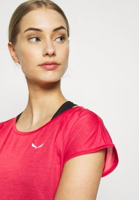 Salewa - PUEZ DRY TEE - Basic T-shirt - rose/red melange - 3