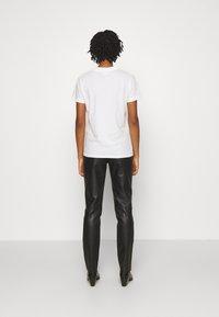 Cotton On - CLASSIC BAND - Camiseta estampada - off-white - 2