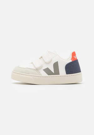 SMALL V-12  UNISEX - Zapatillas - extra white/nautico