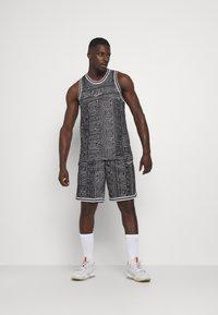 Nike Performance - DNA SHORT CITY EXPLORATION SERIES - Sports shorts - black/white - 1