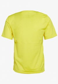 Nike Performance - BREATHE RUN - Camiseta estampada - opti yellow/dark smoke grey - 1