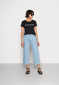 Calvin Klein Jeans - INSTITUTIONAL LOGO TEE - T-shirts print - black - 1