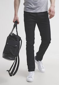 Pepe Jeans - HATCH - Jeansy Slim Fit - black denim - 3