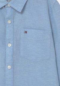 Tommy Hilfiger - ESSENTIAL - Shirt - light blue - 2