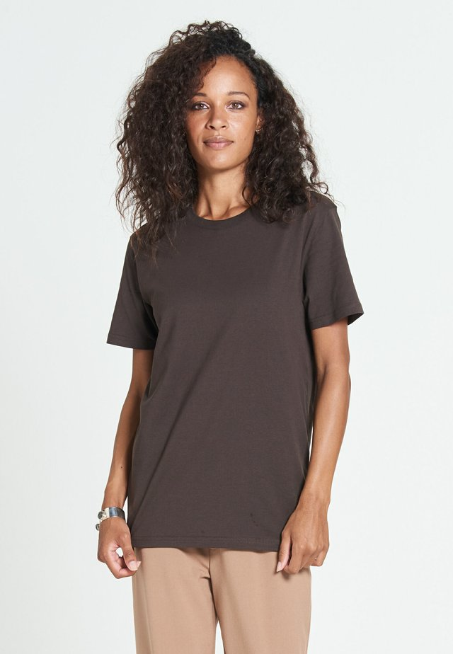 NEW STANDARD - Basic T-shirt - cocoa brown