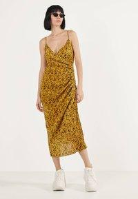Bershka - Robe d'été - mustard yellow - 0