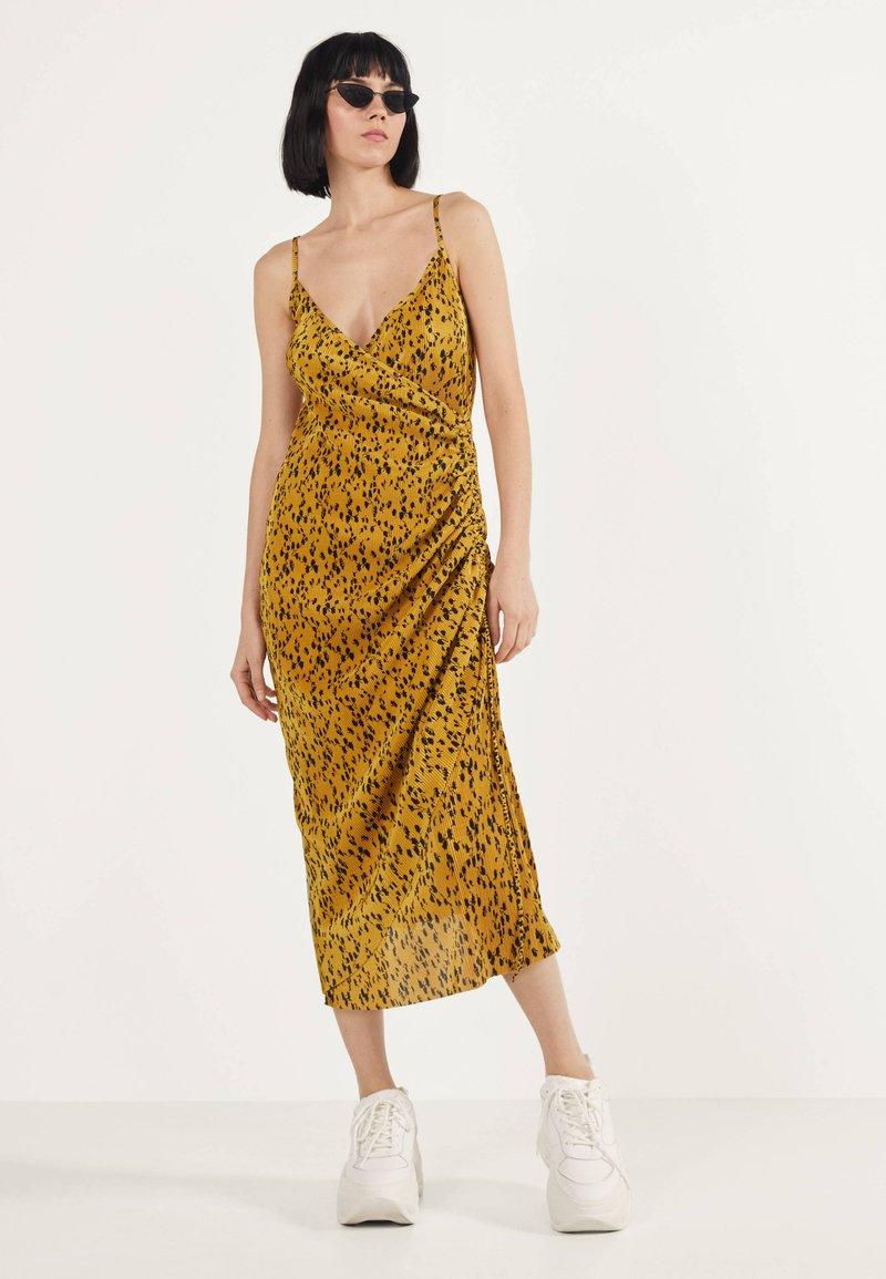 Bershka - Robe d'été - mustard yellow