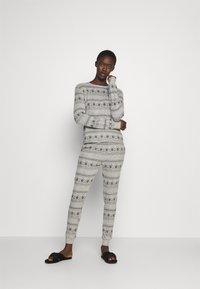 Anna Field - SET - Pyjama set - grey/black - 1