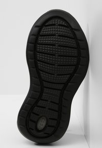 Crocs - LITERIDE PACER - Trainers - black / black - 4
