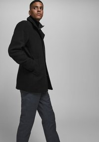Jack & Jones - Pitkä takki - black - 3