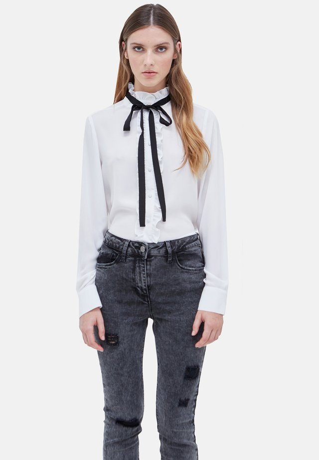 CON ROUCHES - Button-down blouse - bianco
