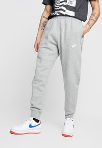 Nike Sportswear - CLUB - Verryttelyhousut - dark grey heather/matte silver/white - 0