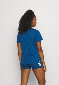 Nike Performance - ONE - T-shirt - bas - court blue/white - 2