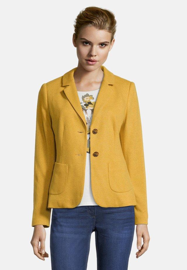 MIT AUFGESETZTEN TASCHEN - Blazer - spruce yellow