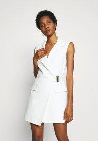 Topshop - SLEEVELESS BELTED DRESS - Sukienka letnia - ivory - 0