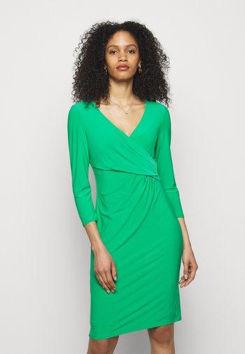 CLASSIC DRESS - Pouzdrové šaty - stem