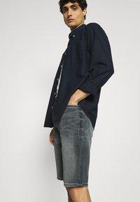 s.Oliver - Denim shorts - dark grey - 3