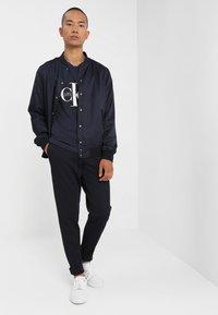 Calvin Klein Jeans - CORE MONOGRAM BOX LOGO SLIM TEE - Print T-shirt - night sky - 1