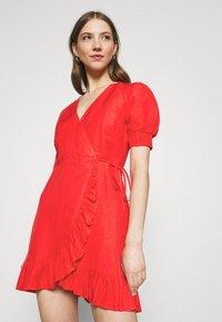Forever New - BOSTON WRAP SKATER DRESS - Robe d'été - red - 3