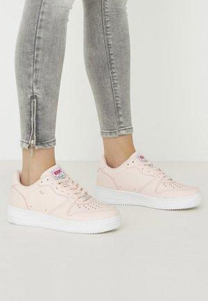 Sneakers laag - lt pink