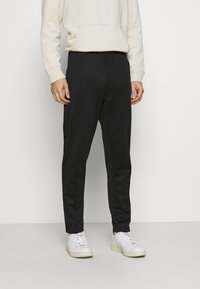 Lyle & Scott - TRACK PANT WITH TAPING - Träningsbyxor - jet black - 0