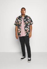 Burton Menswear London - BASIC 5 PACK - Basic T-shirt - purple/khaki/pink - 0