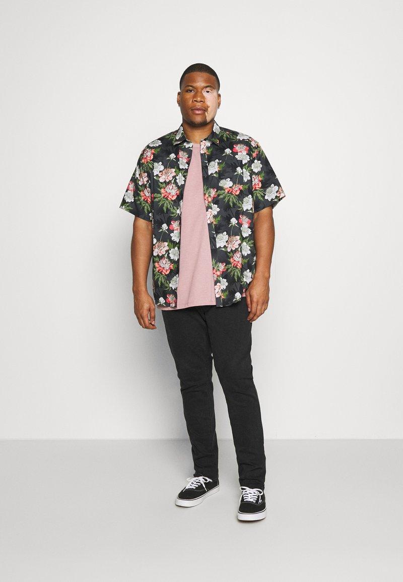 Burton Menswear London - BASIC 5 PACK - Basic T-shirt - purple/khaki/pink