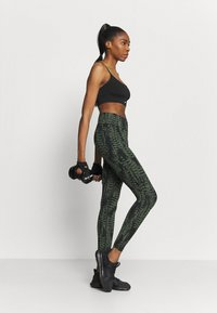 Casall - ICONIC PRINTED 7/8 - Tights - survive dark green - 1