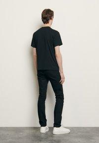 sandro - SOLID TEE UNISEX - Basic T-shirt - noir - 2