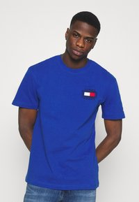 Tommy Jeans - BOX FLAG TEE - T-shirt con stampa - blue - 3
