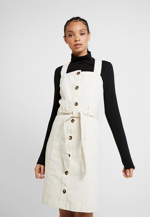 PCELINA PINAFORE MIDI DRESS - Dongerikjole - almond milk