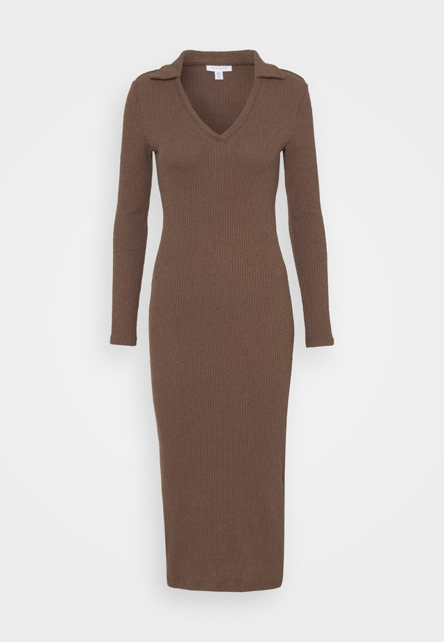 COLLARED COSEY MIDI - Strickkleid - chocolate