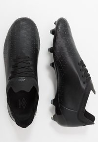 Umbro - VELOCITA PRO FG - Scarpe da calcetto con tacchetti - black - 0