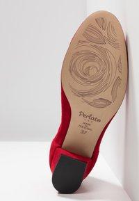 PERLATO - Classic heels - kiss - 6