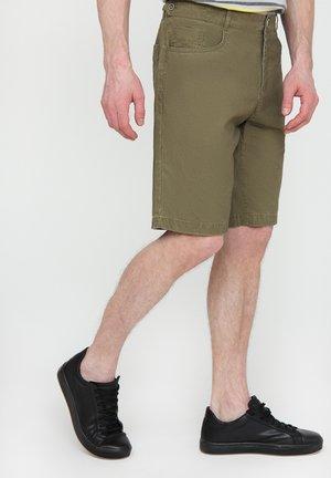 MIT PRAKTISCHEN TASCHEN - Shorts - khaki