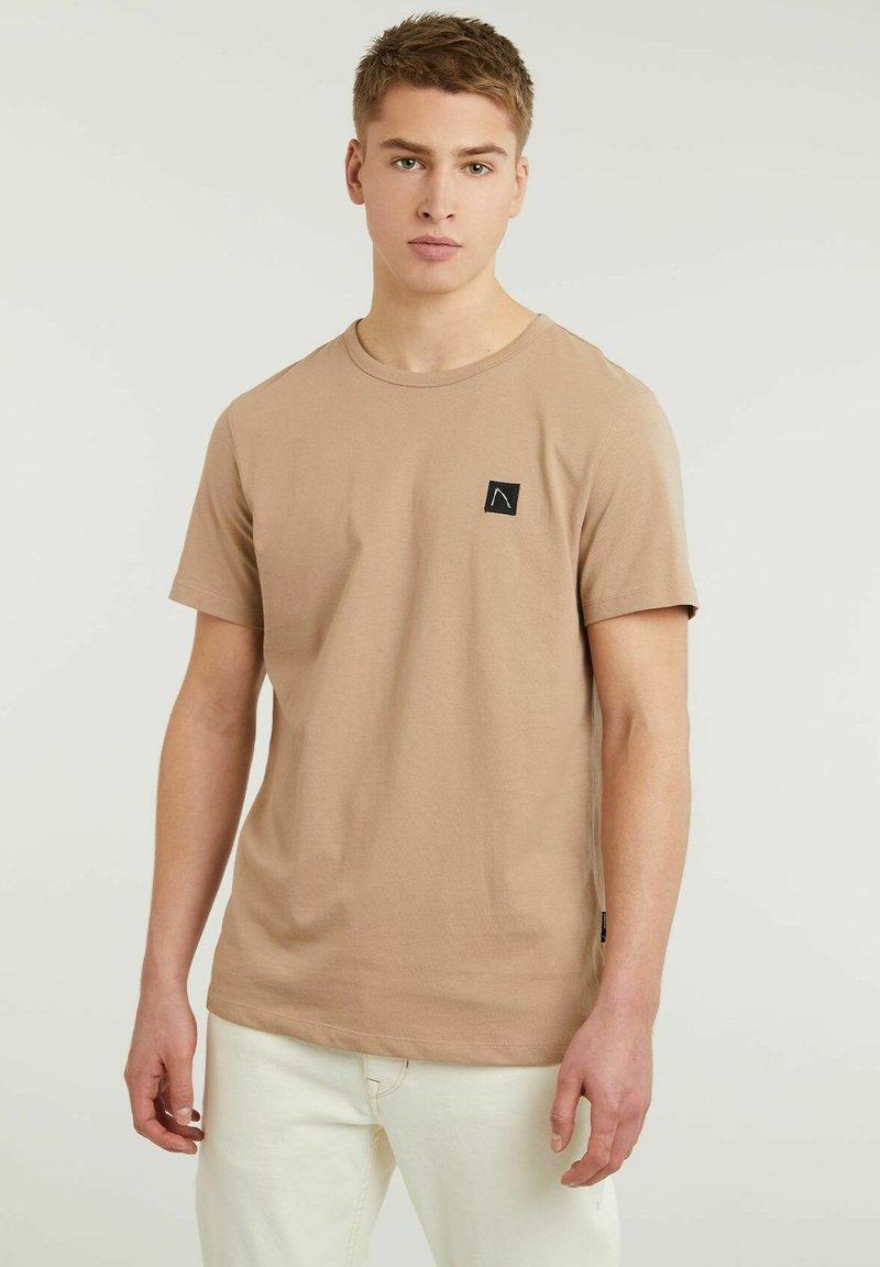 CHASIN' - BRETT - Basic T-shirt - beige