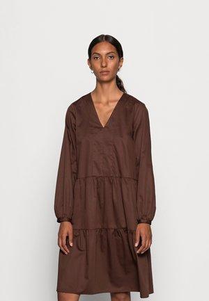 VEX V-DRESS - Kjole - coffee brown