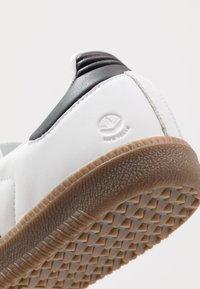 adidas Originals - SAMBA VEGAN - Trainers - footwear white/core black - 7