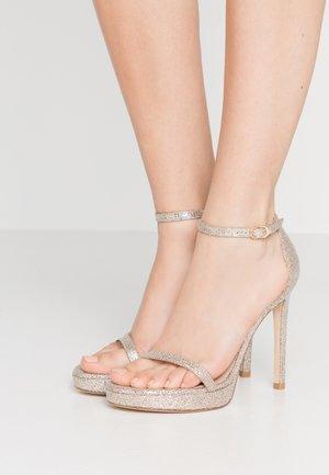 DISCO - Sandály na vysokém podpatku - platino